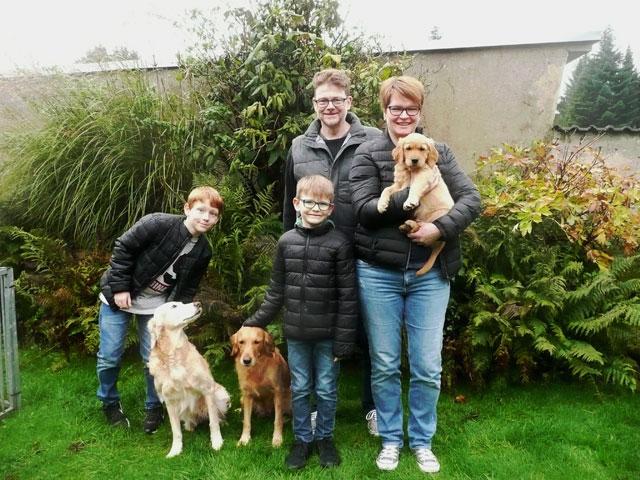 12-Roter-Ruede-William-mit-seiner-neuen-Familie